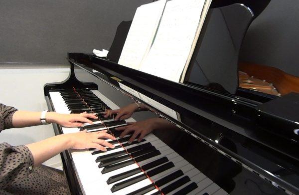 ピアニスト海野真理さんの経歴やピアノ教本・教室の評判とは?