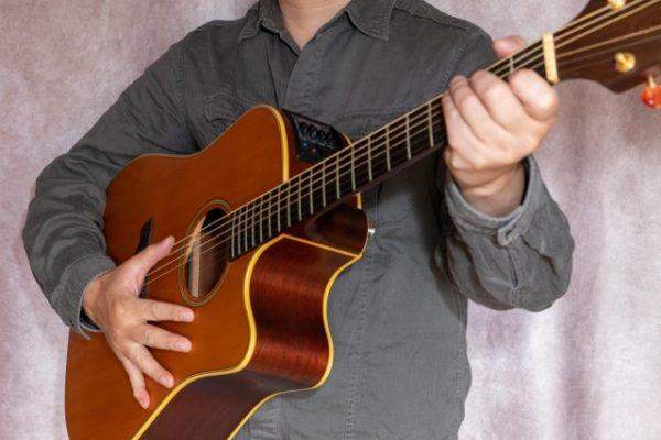 古川忠義さんのプロフィールやウクレレの腕前は?ギターDVDの評判もチェック!